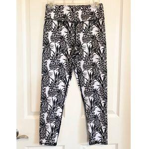 EVCR black & white pineapple Capri leggings M